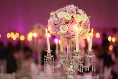 Украшение букета цветка с свечами Стоковое Изображение