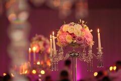 Украшение букета цветка с свечами Стоковые Изображения