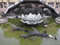 Украшение виска и большой памятник Будды, туристское назначение, Шри-Ланка стоковое фото