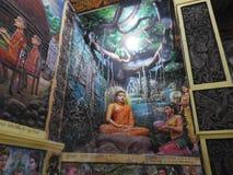 Украшение виска и большой памятник Будды, туристское назначение, Шри-Ланка стоковая фотография rf