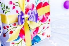 Украшение ленты подарочной коробки Стоковые Фотографии RF