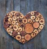 Украшение деревянного сердца романтичное Шприц концепции design Стоковое Изображение RF