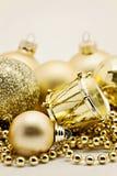 Украшение золота рождества, шарики, вверх изолированные шарики, близкое колокола Стоковая Фотография RF