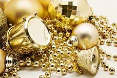 Украшение золота рождества, шарики, вверх изолированные шарики, близкое колокола Стоковое Изображение RF