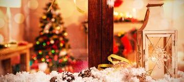Украшение конуса сосны на поддельном снеге Стоковое Фото