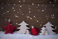 Украшение красного, белого рождества, шарик, космос экземпляра, снежинки Стоковое фото RF