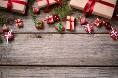 Украшение на рождество и Новый Год на деревянной предпосылке Стоковое Изображение
