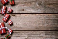 Украшение на рождество и Новый Год на деревянной предпосылке Стоковые Изображения