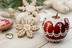 Украшение Новый Год рождества Покрашенное красное яблоко с icin сахара Стоковое Изображение