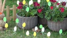 Украшение пасхи для сада и задворк пасха счастливая сток-видео