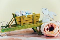 Украшение пасхи с пастельными цветами Стоковая Фотография RF