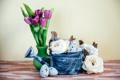 Украшение пасхи с пастельными цветами Стоковое Изображение RF