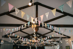 Украшение потолка с флагами и лампочками бумаги Стоковые Фотографии RF