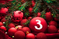 Украшение пришествия с горя свечой звезды абстрактной картины конструкции украшения рождества предпосылки темной красные белые стоковое фото rf