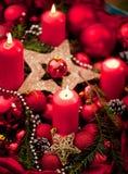 Украшение пришествия с горя свечой звезды абстрактной картины конструкции украшения рождества предпосылки темной красные белые стоковые изображения rf