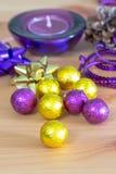 Украшение, пурпур и желтый цвет праздника рождества Стоковое Изображение RF