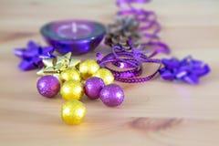 Украшение, пурпур и желтый цвет праздника рождества Стоковое фото RF