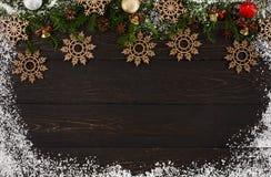 Украшение рождества, деревянный орнамент снежинок на деревянной предпосылке Стоковые Фотографии RF