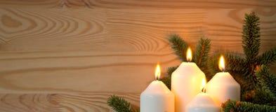 Украшение рождества и 4 горящих свечи пришествия Стоковое Изображение
