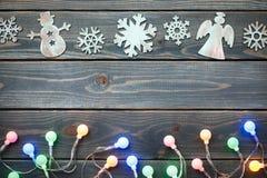 Украшение рождества и красочный свет на голубом деревянном backgroun Стоковое Изображение RF