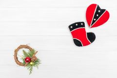 Украшение рождества и Нового Года сделанное угловой рамки с Новым Годом орнаментирует сердце и ботинок Стоковые Фотографии RF