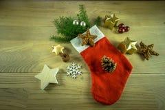 Украшение рождества на деревенской деревянной доске Стоковое Фото