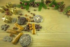 Украшение рождества на деревенской деревянной доске Стоковые Фото