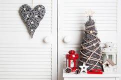 Украшение рождества на предпосылке двери Стоковая Фотография