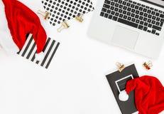 Украшение рождества портативного компьютера клавиатуры рабочего места офиса Стоковая Фотография RF