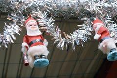 Украшение рождества с игрушкой Санта Клауса в церков казармы Kolkata Индии смычка стоковое изображение rf