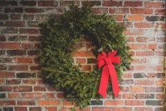 Украшение рождества с красной лентой стоковое фото rf