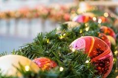 Украшение рождества с шариками рождественской елки Стоковые Изображения