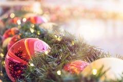 Украшение рождества с шариками рождественской елки Стоковое фото RF