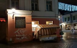Украшение рождества Таллина красивое в выравнивать света города панорамы города Таллина вечером стоковые фото