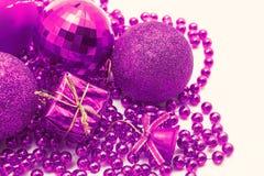 Украшение рождества, шарики, вверх изолированные шарики, близкое колокола Стоковое Фото