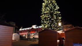 Украшение рождественской ярмарки в дереве нерезкости страсбурга сток-видео