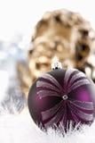 Украшение рождества, безделушки рождества и гирлянда, ангел рождества в предпосылке Стоковые Фотографии RF