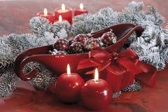 Украшение рождества, безделушки рождества и освещенные свечи Стоковое Изображение
