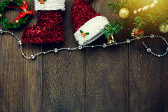 Украшение рождества взгляд сверху, веревка для белья ювелирных изделий на деревянных животиках Стоковые Изображения RF