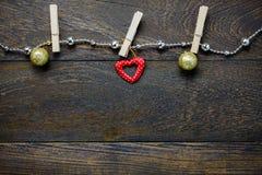 Украшение рождества взгляд сверху и веревка для белья ювелирных изделий на древесине Стоковое Изображение