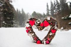 Украшение рождества в лесе Snowy Стоковое фото RF