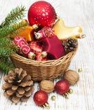 Украшение рождества в корзине Стоковое Фото