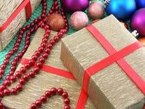Украшение рождества и Нового Года, безделушки и подарки Стоковые Изображения