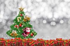 Украшение рождества на абстрактной предпосылке с Рождеством Христовым и счастливые Новые Годы предпосылки Идея карточки Стоковые Изображения RF