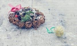 Украшение рождества на деревянном классн классном Стоковое Изображение RF