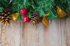 Украшение рождества на деревянных предпосылках Стоковая Фотография RF