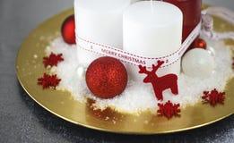 Украшение рождества на золотой плите стоковое изображение