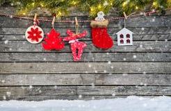 Украшение рождества помещенное на деревянных планках стоковое изображение