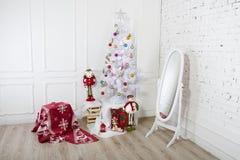Украшение рождества - снеговик и дерево Стоковое фото RF