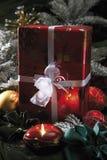 Украшение рождества с безделушками и подарком на рождество рождества Стоковая Фотография RF